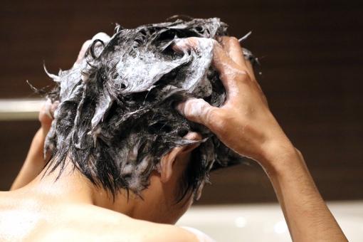 抜け毛・薄毛・頭皮のべたつき・フケに効果的なシャンプーのやり方とは